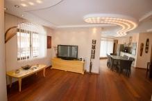 Луксозен 4-стаен апартамент в Слънчев Бряг