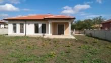 Нова Къща с 3 спални, 2 бани и двор до Балчик