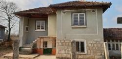 Продава Къща с. Острица